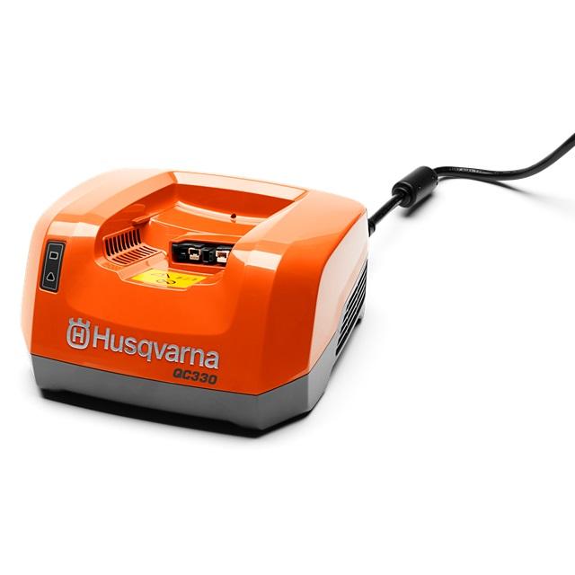 Nabíječka Husqvarna QC330 220V - samostatná Husqvarna 9705222-01 L-11