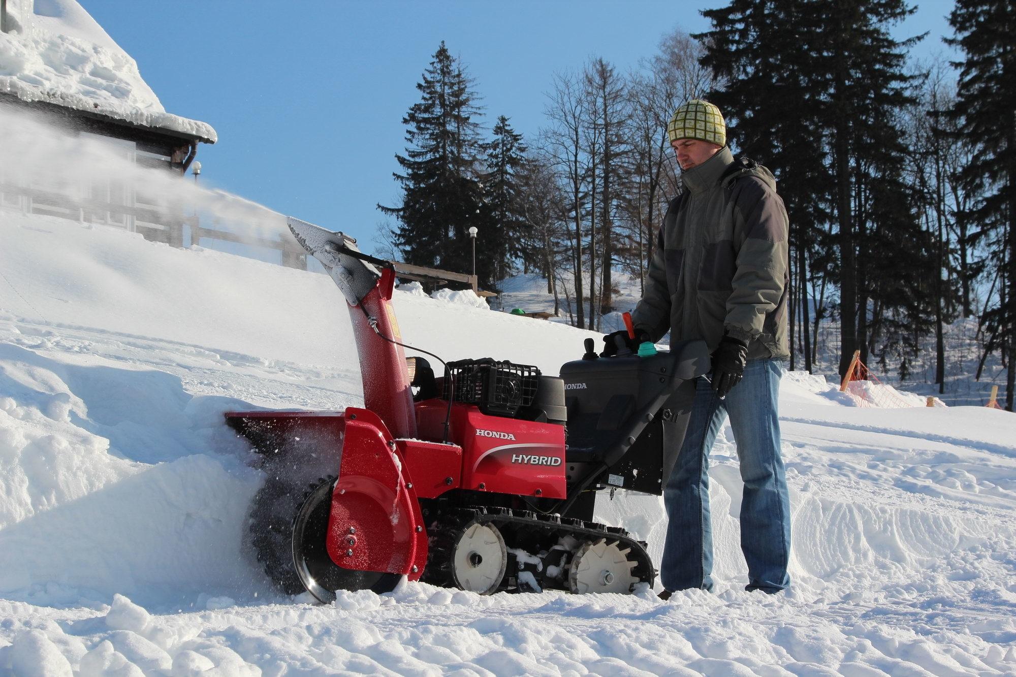Honda HSM 1380i ETD hybridní sněhová pásová fréza Honda H719388 L-11