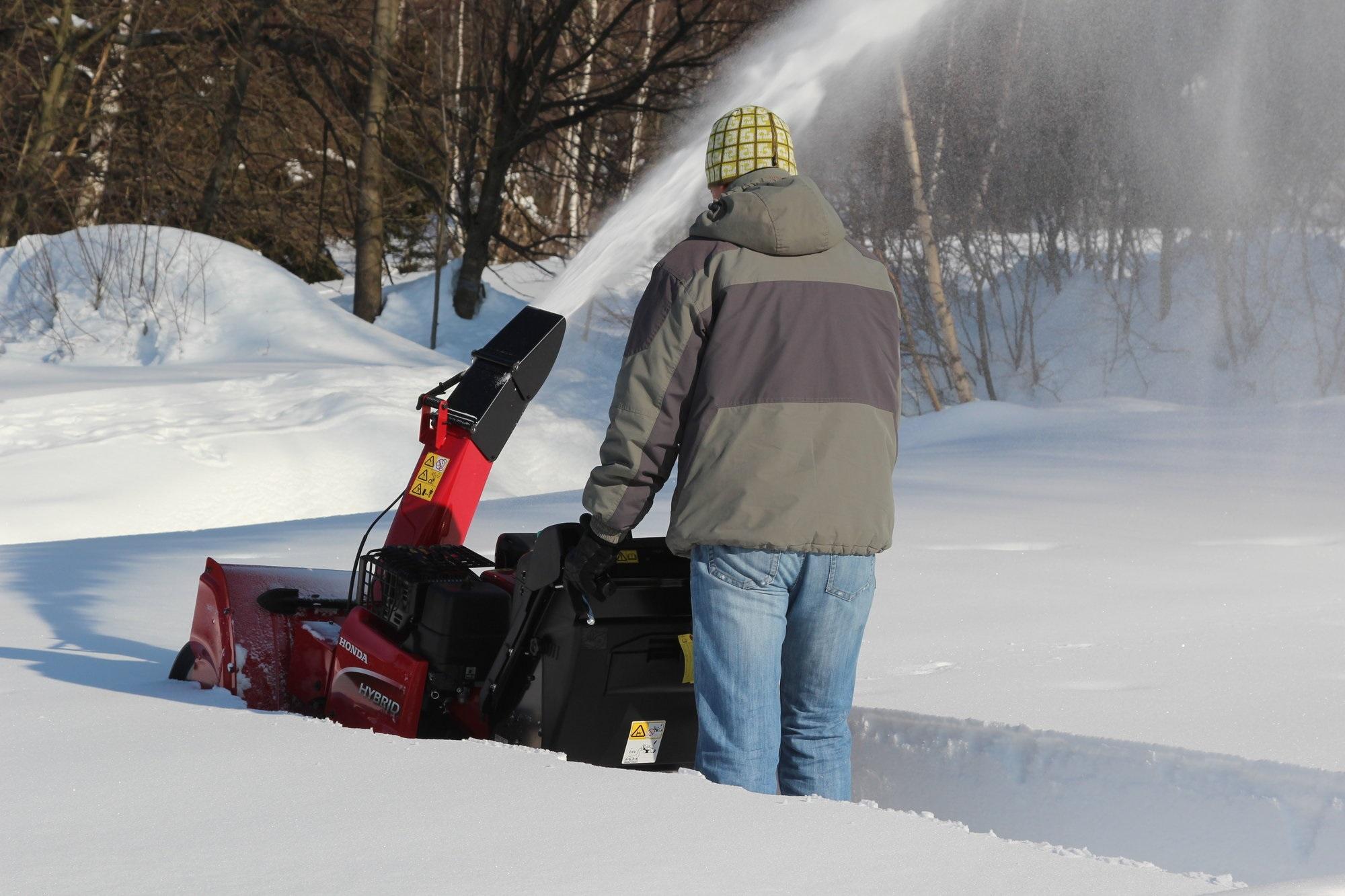 Hybridní sněhová pásová fréza HSM 1380i ETDR Honda HSM1380i ETDR L-11