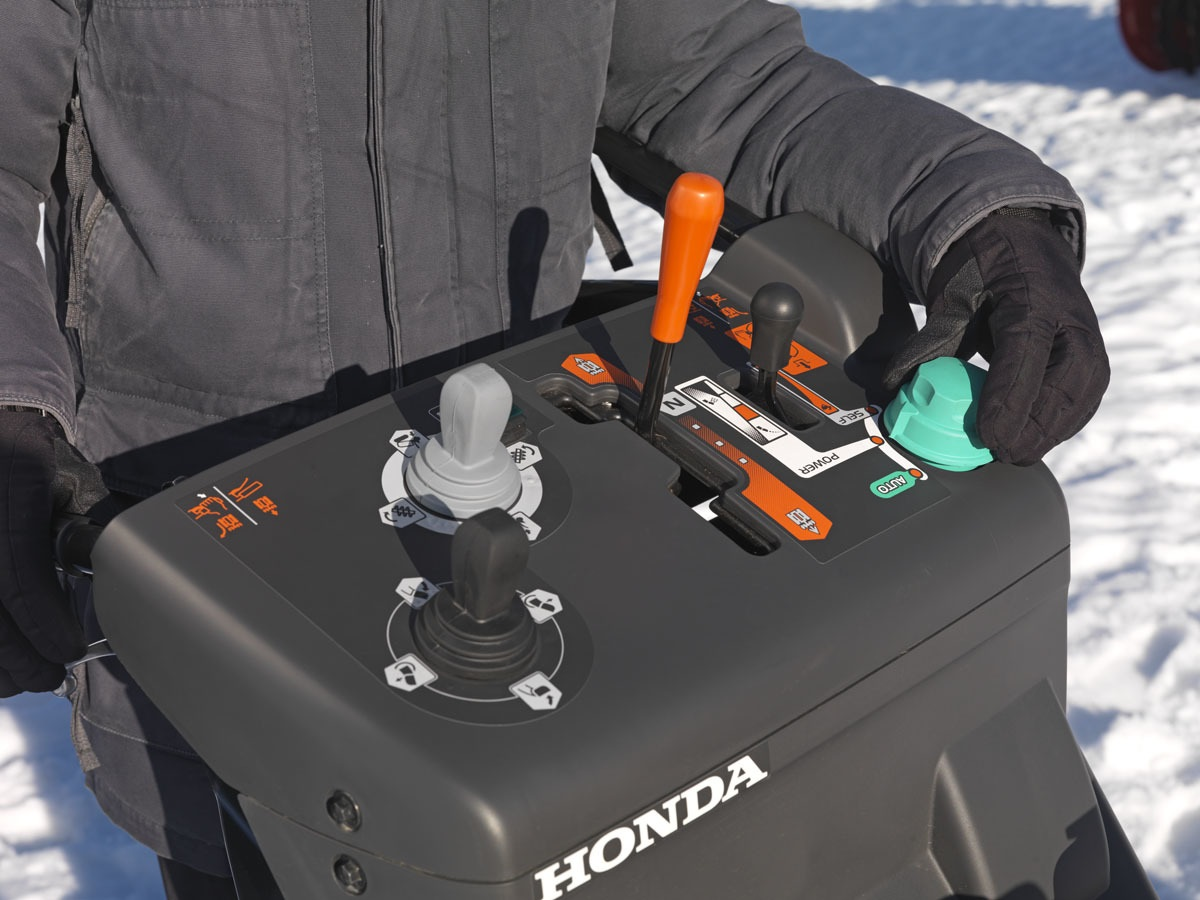 Honda HSM 1390i ETDR hybridní sněhová pásová fréza Honda H719031 L-11
