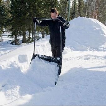 Shrnovač na sníh velký 820mm FISKARS Profesional