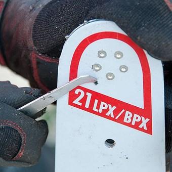 Čistič drážek vodících lišt kovový Oregon