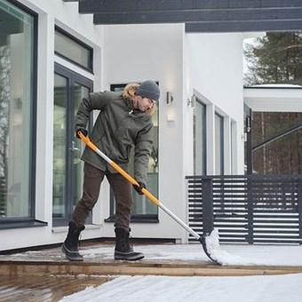 Shrnovač sněhu FISKARS ROLLER SnowXpert - N/A