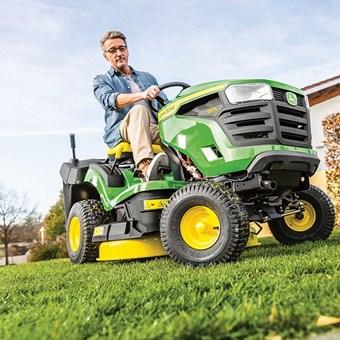 John Deere X147R - 92cm - 300l - traktor zahradní